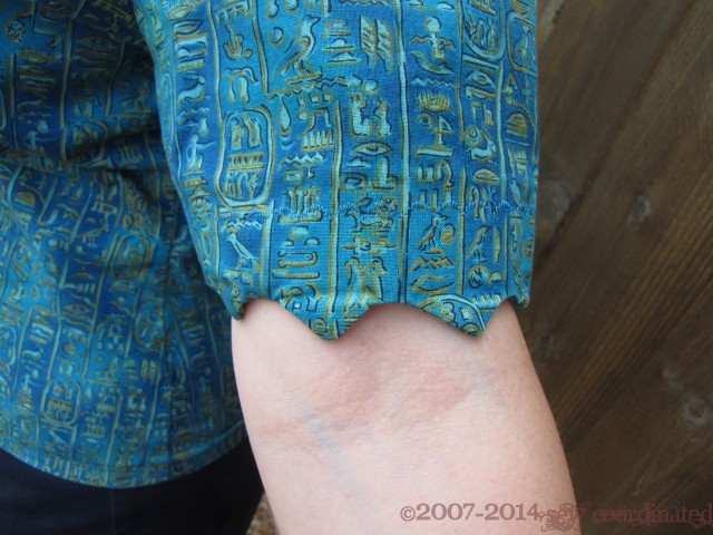 Another close up of the scalloped sleeve edge
